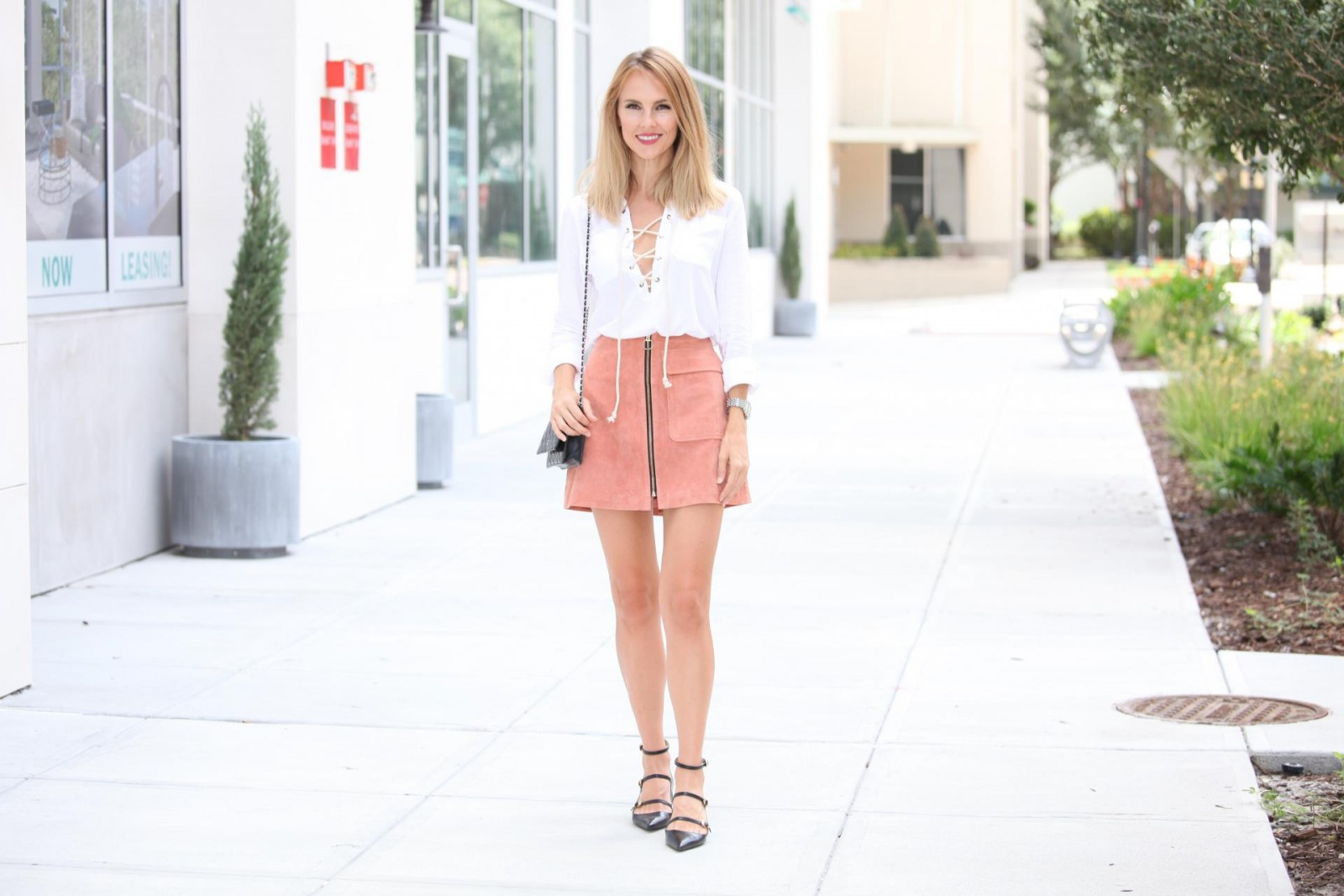 pink+suede+skirt+street+style