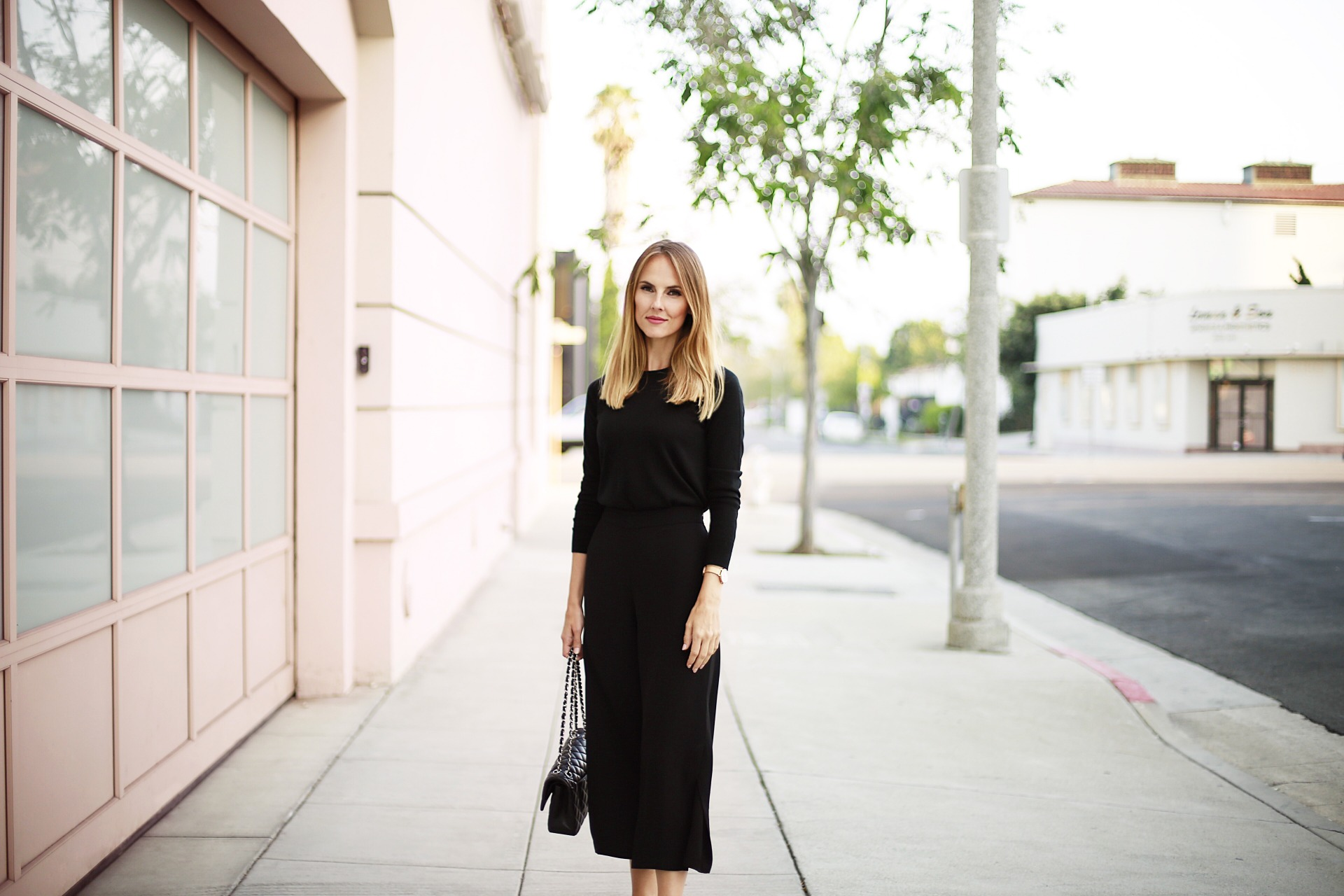 8b1f04eaa265b Banana-Republic-Blogger-Simply-Sophisticated-Summer -All-Black-Outfit-Danielle-Hastings